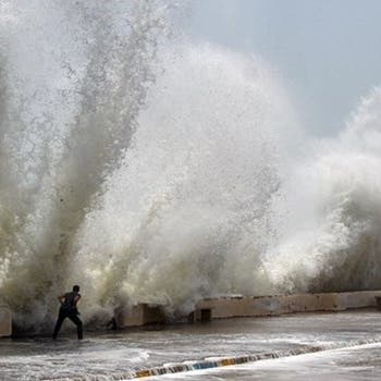 الإعصار شاهين يضرب إيران.. وإصابة 52 شخصاً