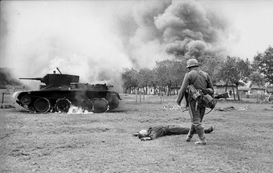 صورة تجسد التقدم الألماني بالأراضي السوفيتية مع بداية عملية بربروسا