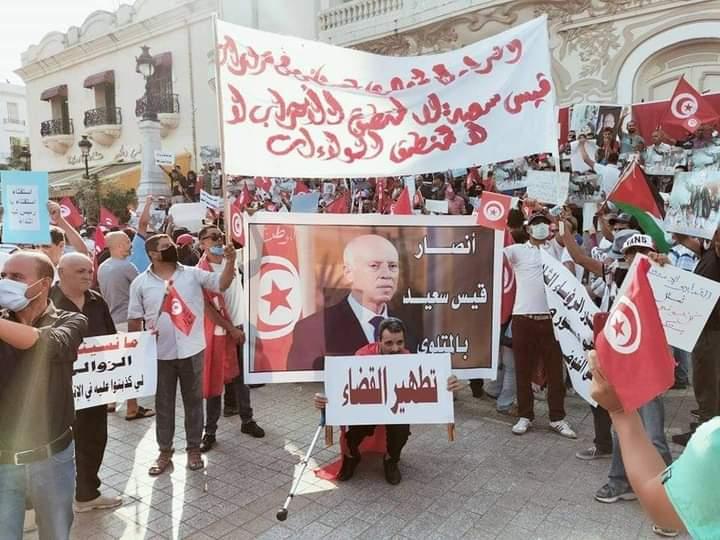مظاهرات مؤيدة لقرارات الرئيس التونسي