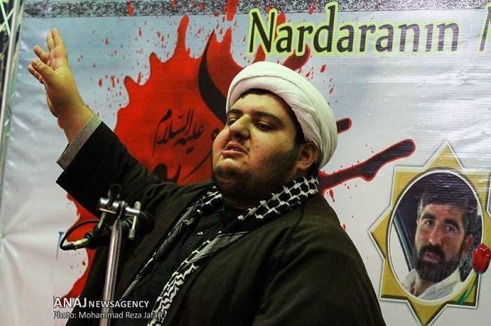 إبراهيم بيغلي في لباس رجال الدين الشيعة