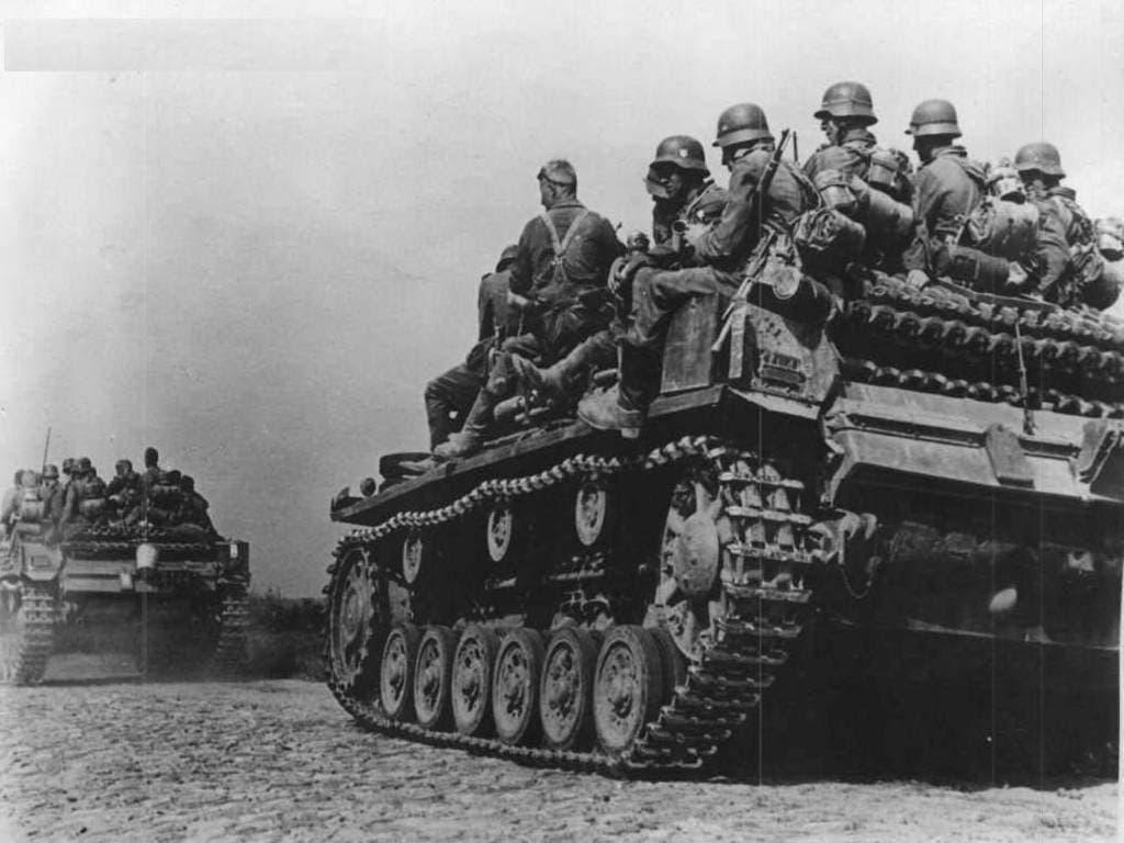 صورة تجسد جنود ألمان بالأراضي السوفيتية