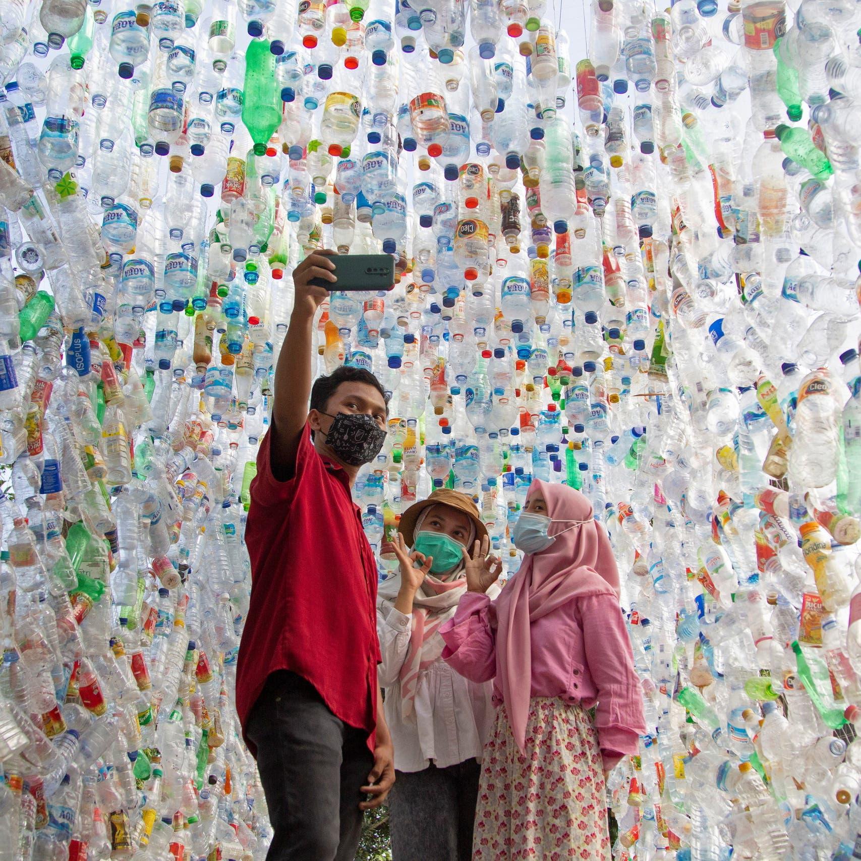 متحف من النفايات البلاستيكية يسلط الضوء على أزمة المحيطات
