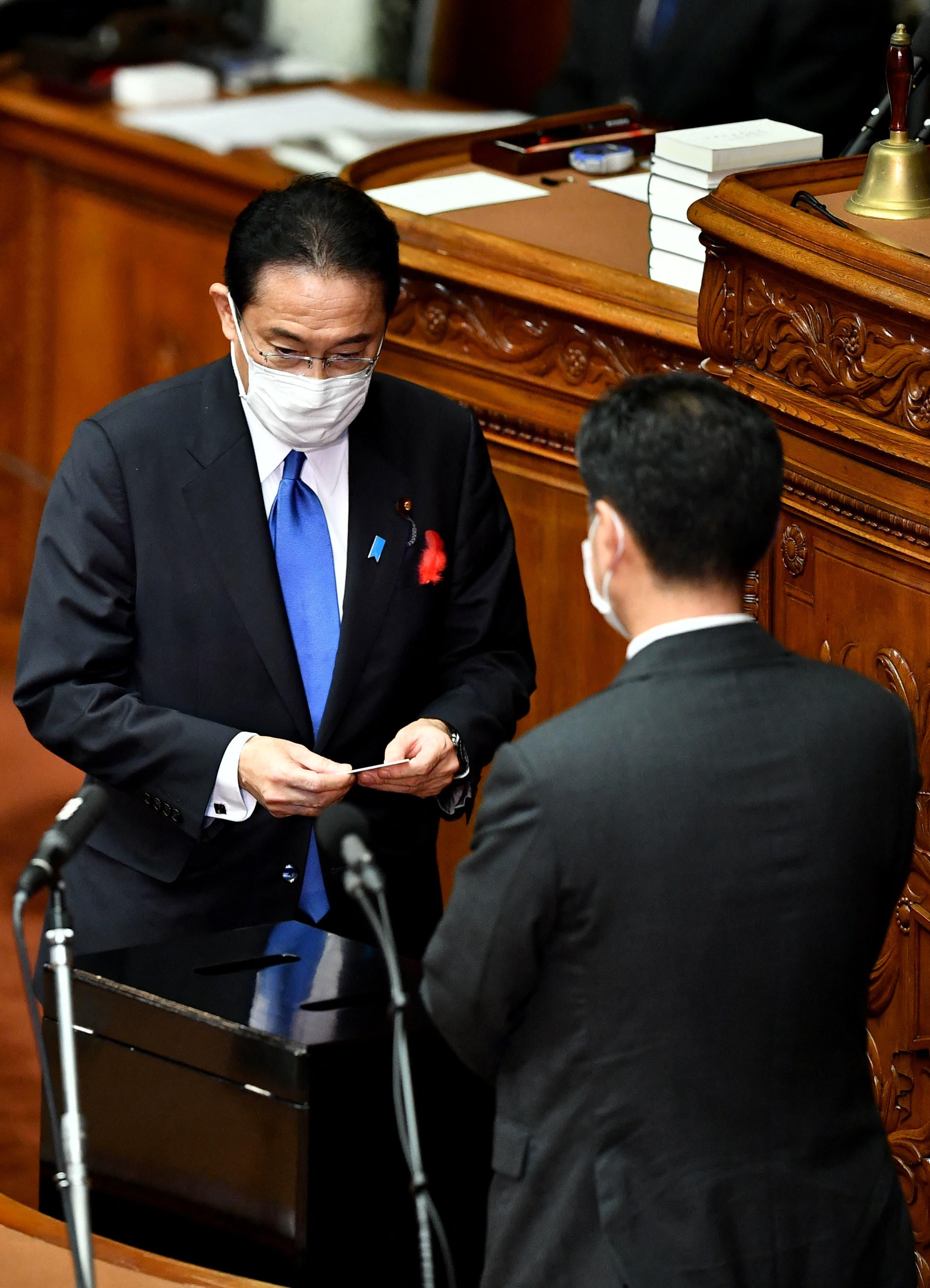 كيشيدا يدلي بصوته في البرلمان اليوم