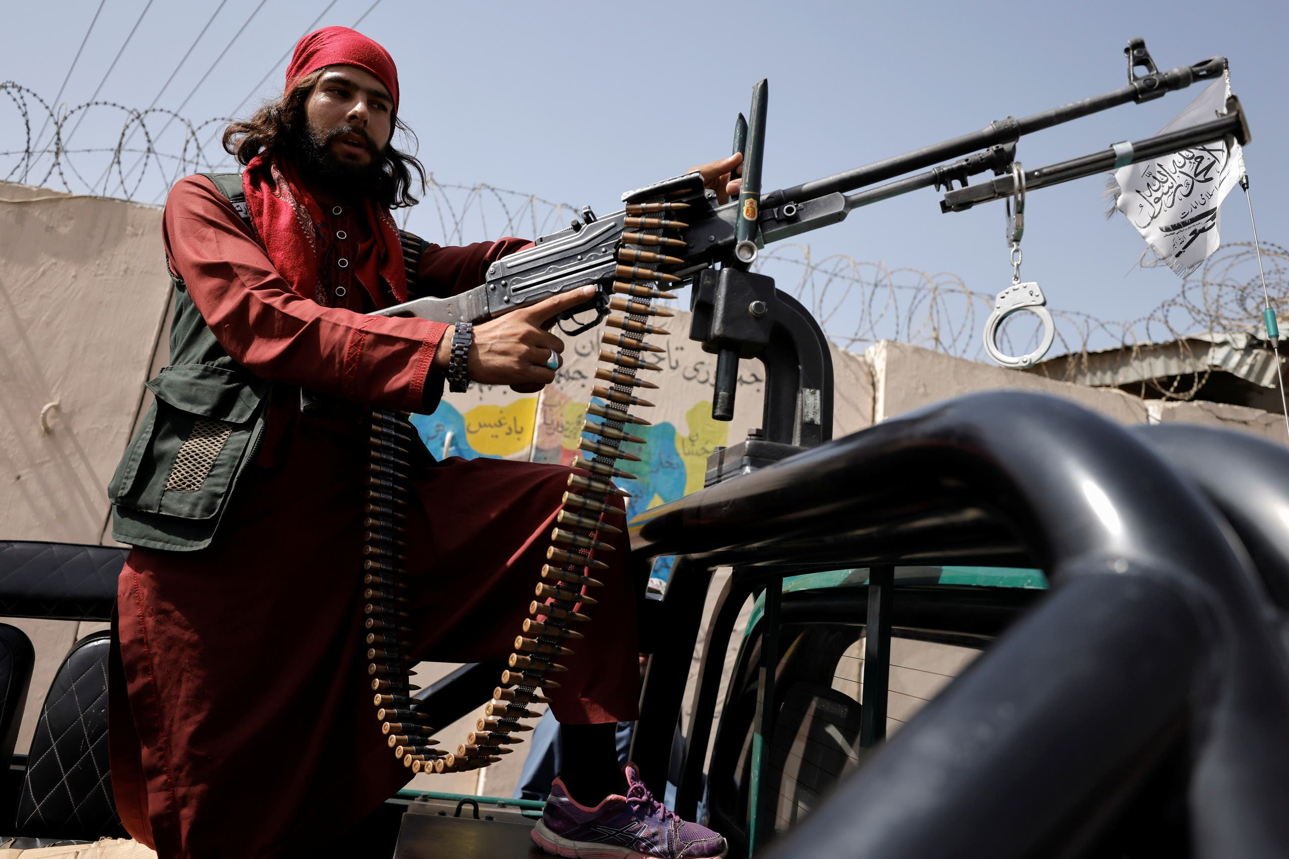 عنصر من طالبان في كابل