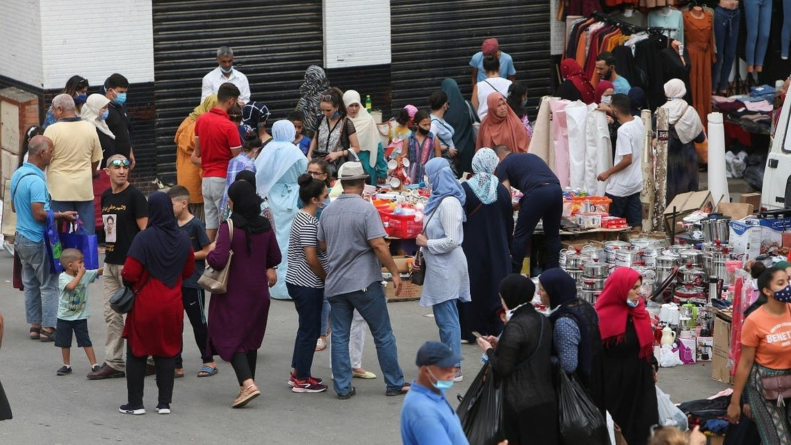 Shoppers browse in an outdoor market in Algiers, Algeria September 16, 2020. (Reuters)