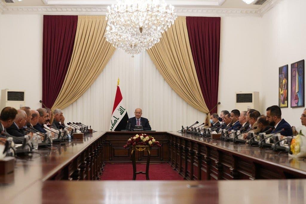 صالح خلال لقائه مع ممثلين للمكونات والأطياف العراقية