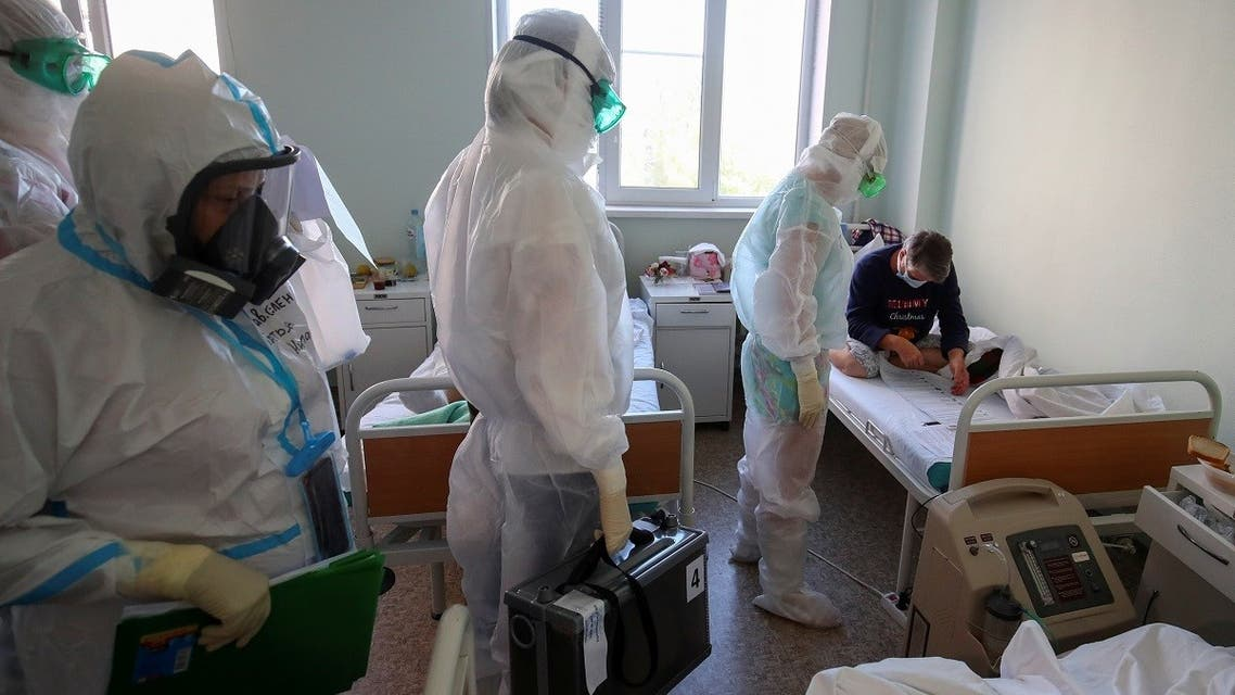 Members of a local election commission wearing personal protective equipment (PPE) and carrying a mobile ballot box and documents visit patients suffering from the coronavirus disease (COVID-19) during the Russian parliamentary election at the red zone of a hospital for war and labour veterans in Volgograd, Russia September 17, 2021. (Reuters)