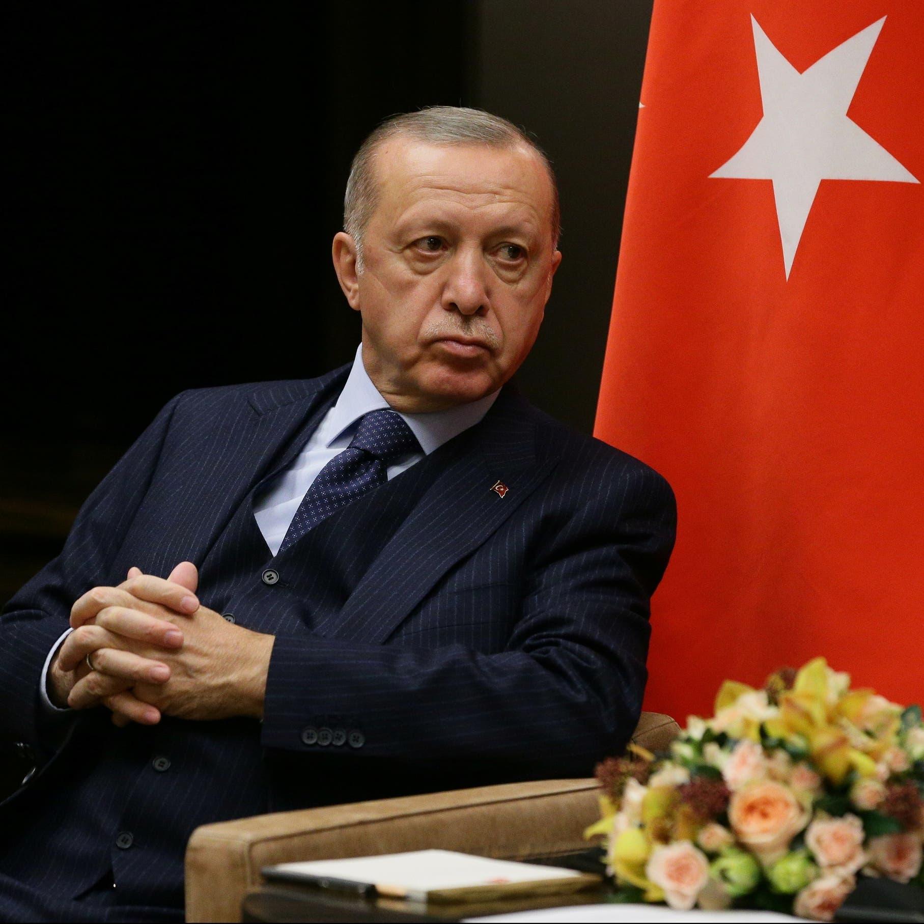 بغطاء من الحزب الحاكم.. شركات تركية تهرّب ملايين الدولارات