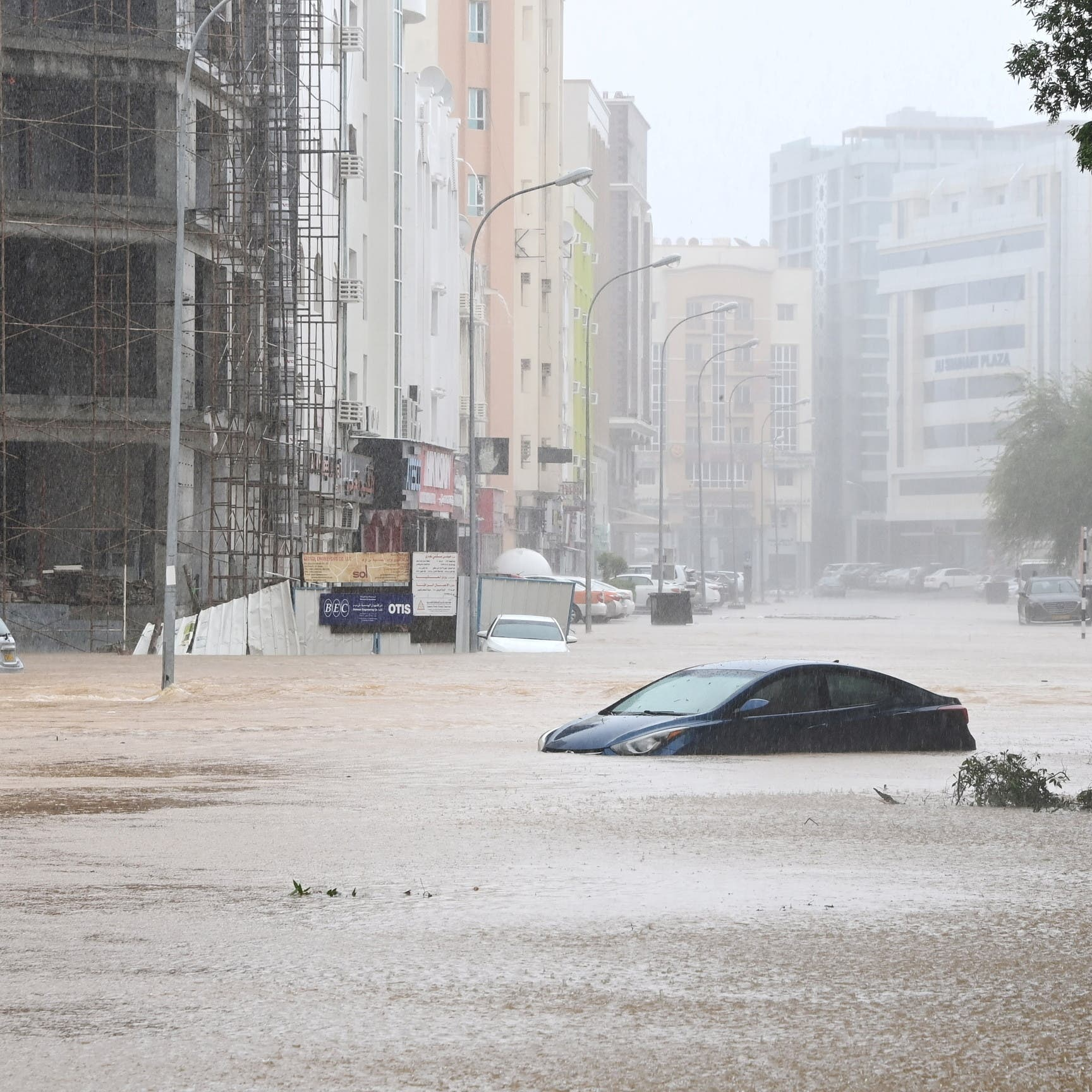 الإعصار شاهين يتحول لعاصفة مدارية صوب شمال عُمان والإمارات