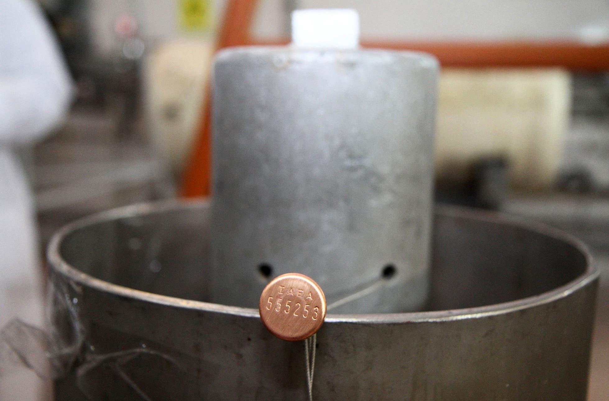 معدات لتحضيب اليورانيوم في نطنز في إيران (أرشيفية)