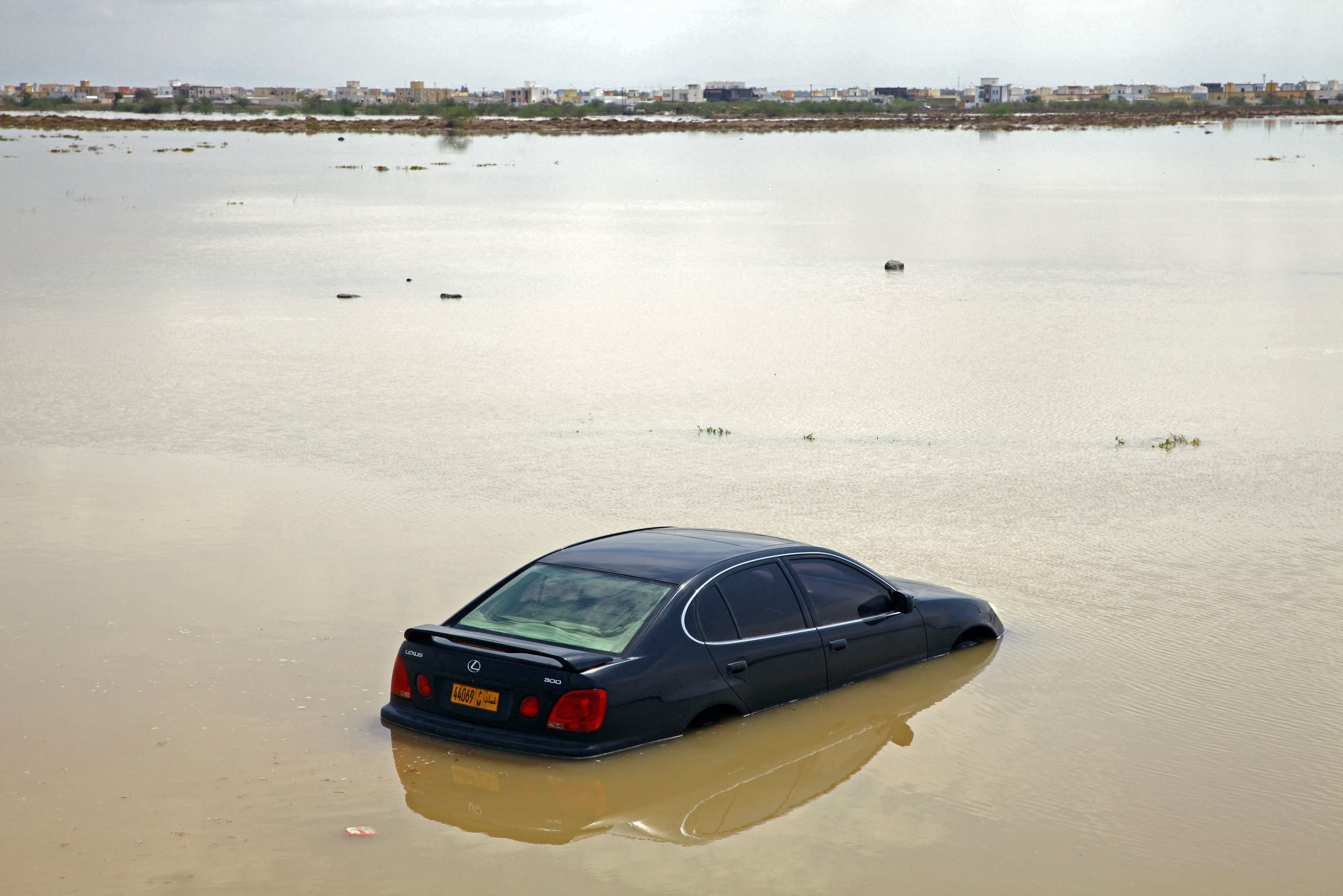 من تداعيات الإعصار شاهين في سلطنة عمان (فرانس برس)