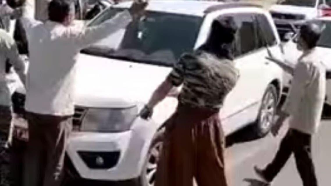 توقف اتومبیل ابراهیم رئیسی توسط مردم