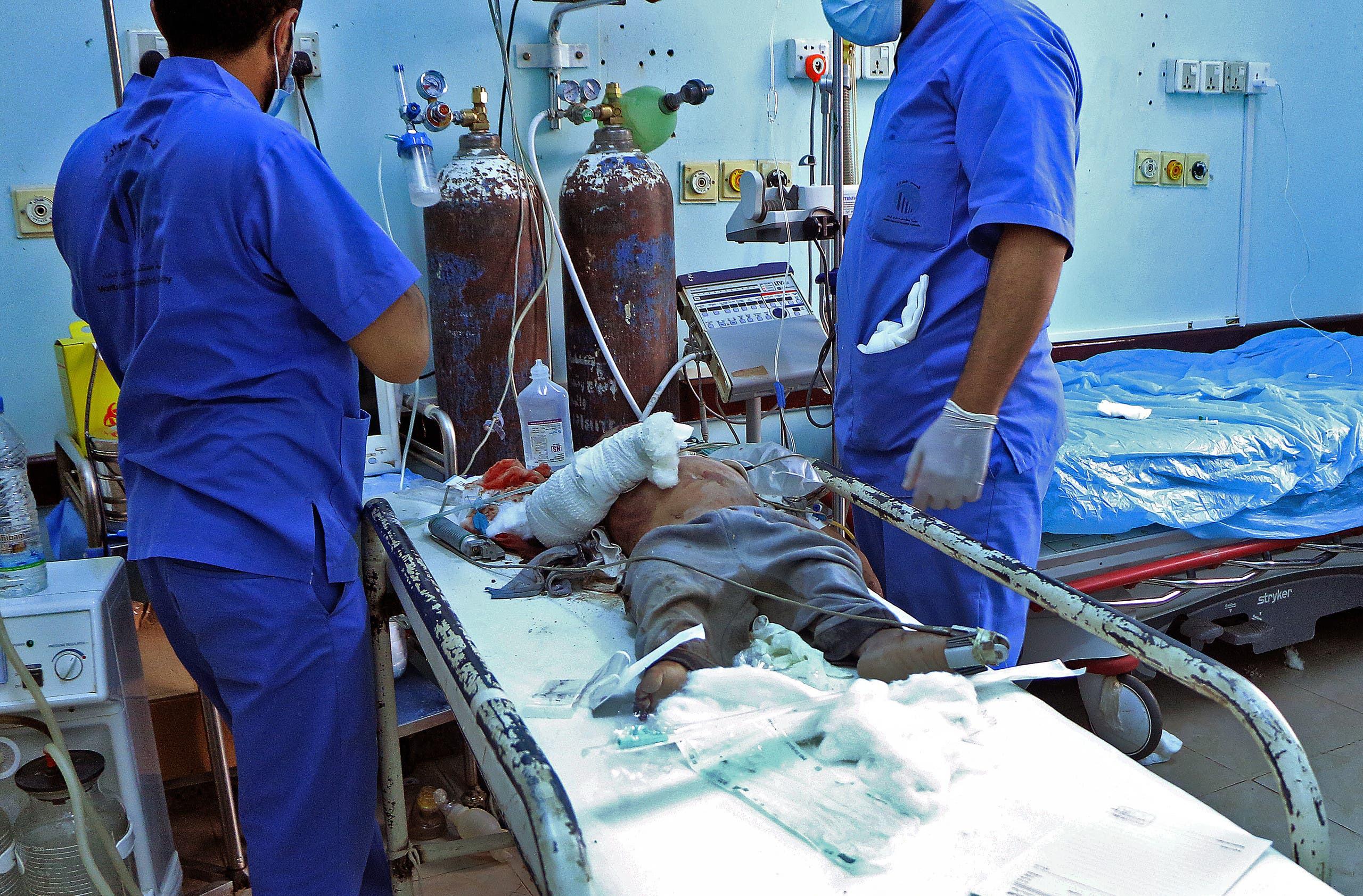 طفل مصاب جراء هجوم الحوثي على مأرب يوم 3 أكتوبر 2021 (فرانس برس)