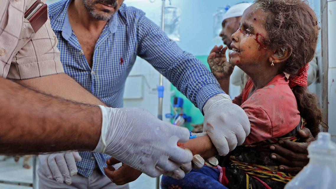 طفلة مصابة جراء هجوم الحوثي على مأرب يوم 3 أكتوبر 2021 (فرانس برس)