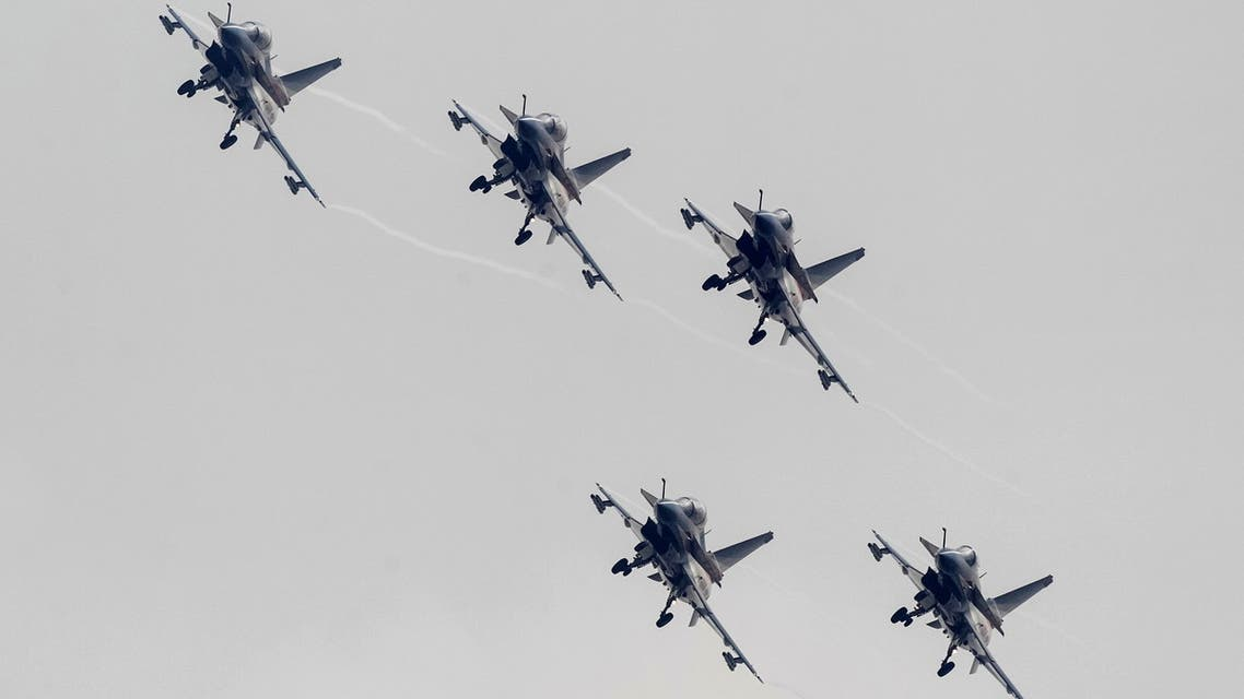 J-10 fighter jets from the August 1st Aerobatics Team of the People's Liberation Army Air Force perform during the 10th China International Aviation and Aerospace Exhibition in Zhuhai, Guangdong province November 11, 2014. (File photo: Reuters)