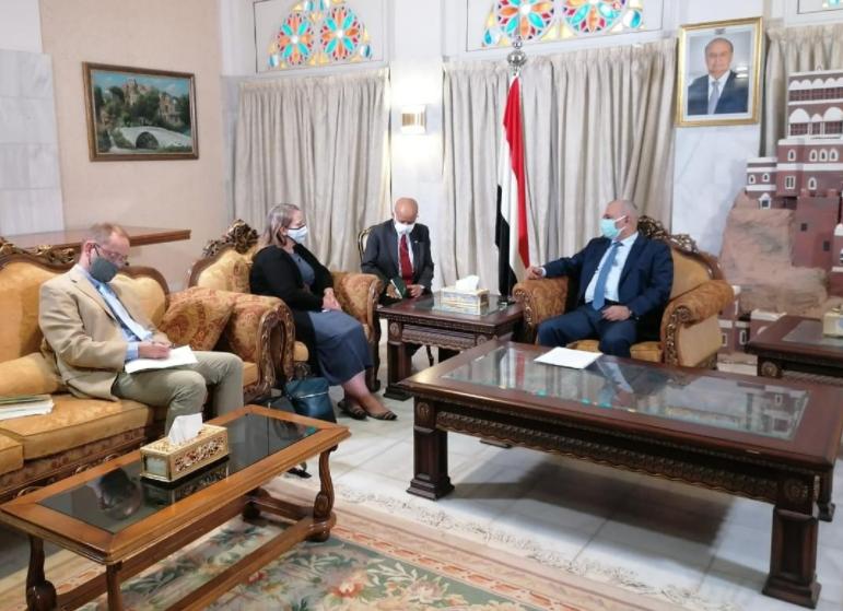 وزير المياه اليمني يلتقي القائمة بأعمال السفارة الأميركية في اليمن (وكالة سبأ)