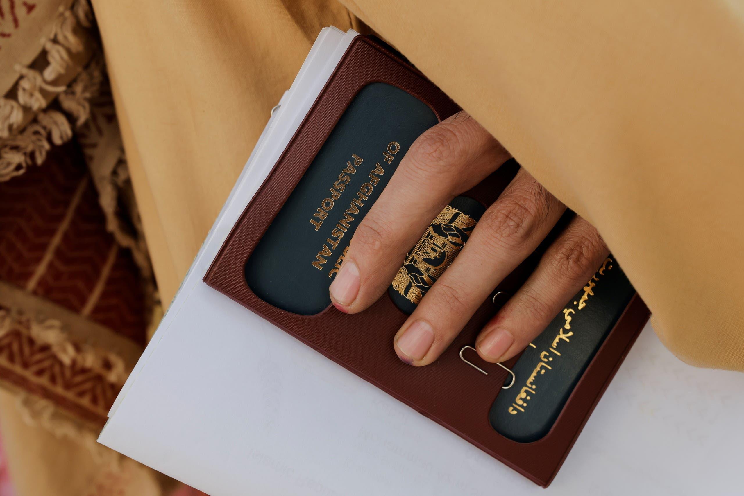 جواز سفر أفغاني _ كابل (رويترز)