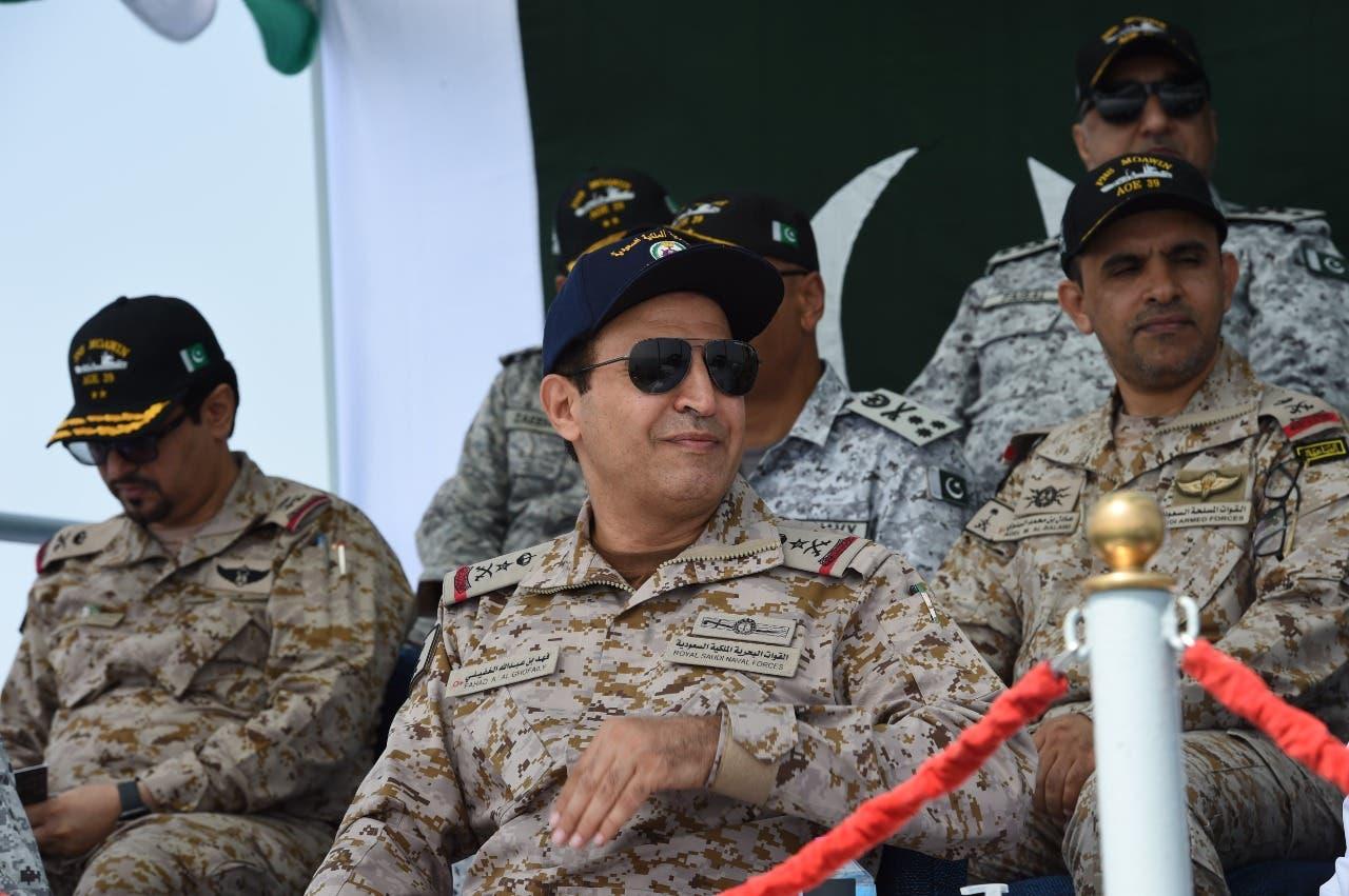 قائد القوات البحرية السعودية  يتابع المناورة