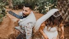 دل چسپ و عجیب : کیچڑ والی شادی میں دولہا دلہن کیسے لگ رہے تھے؟