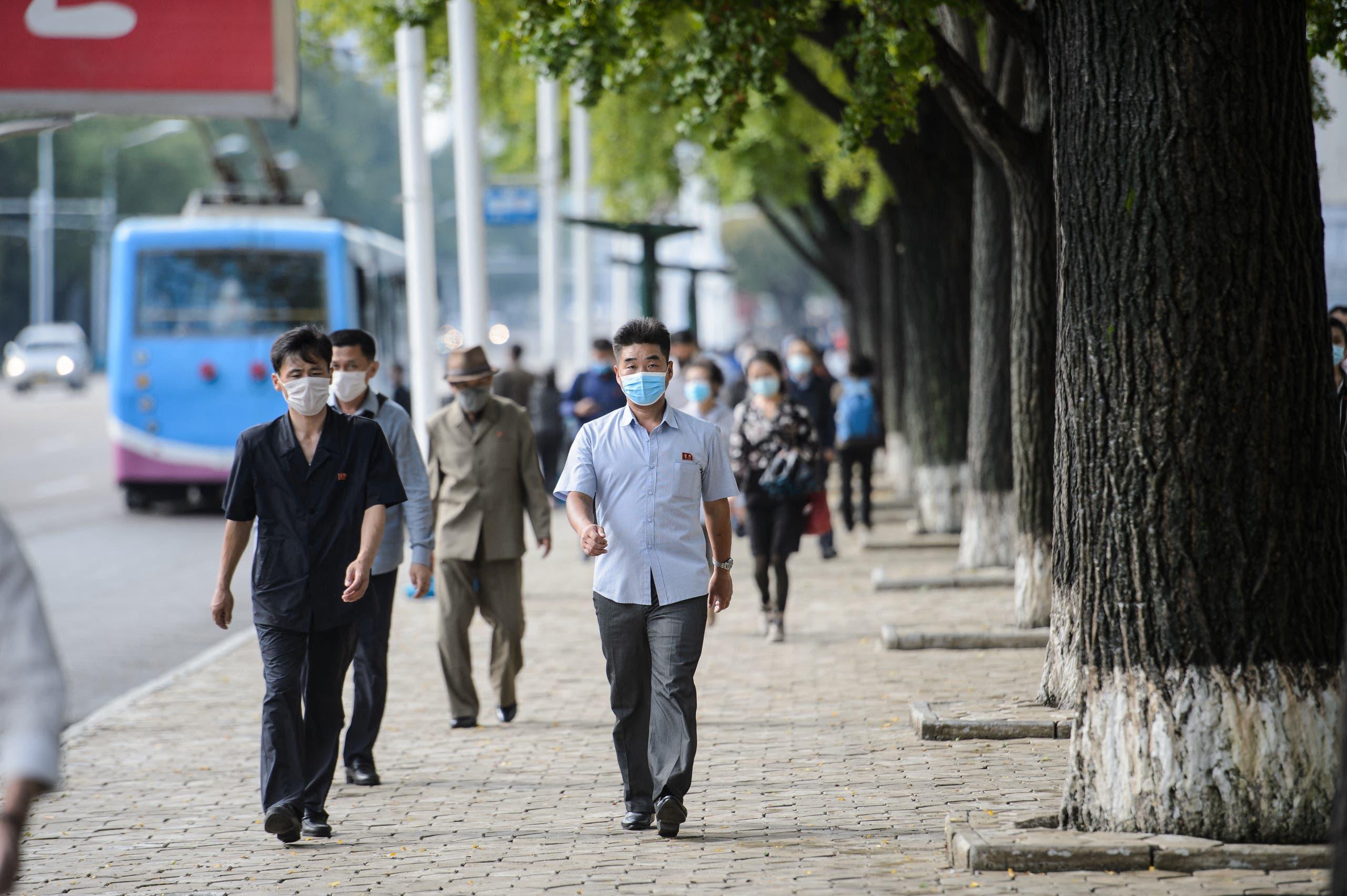 مارة في أحد شوارع بيونغ يونغ في سبتمبر الماضي
