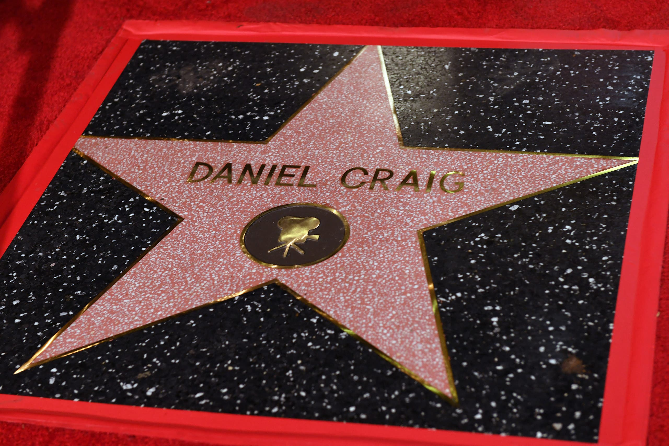 British actor Daniel Craig is honored with a star on the Hollywood Walk of Fame in Los Angeles, California, on October 6, 2021. Craig's star will be located at 7007 Hollywood Boulevard, chosen for Craig's portrayal of James Bond in '007' films. (AFP)
