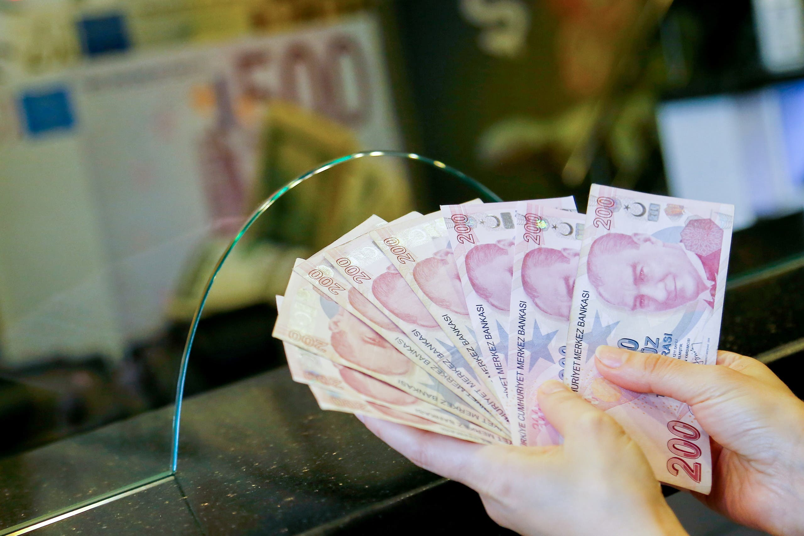 After the collapse of the lira .. Babacan to Erdogan sarcastically: we need to centralize