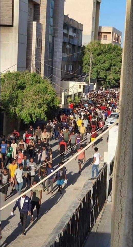 فرار المهاجرين من مركز الاحتجاز في طرابلس