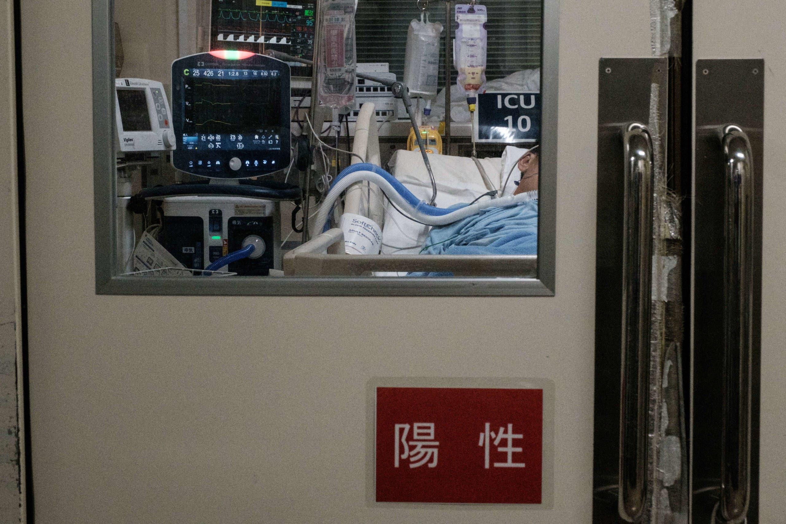 مريض مصاب بكورونا في أحد غرف العناية الفائقة في اليابان