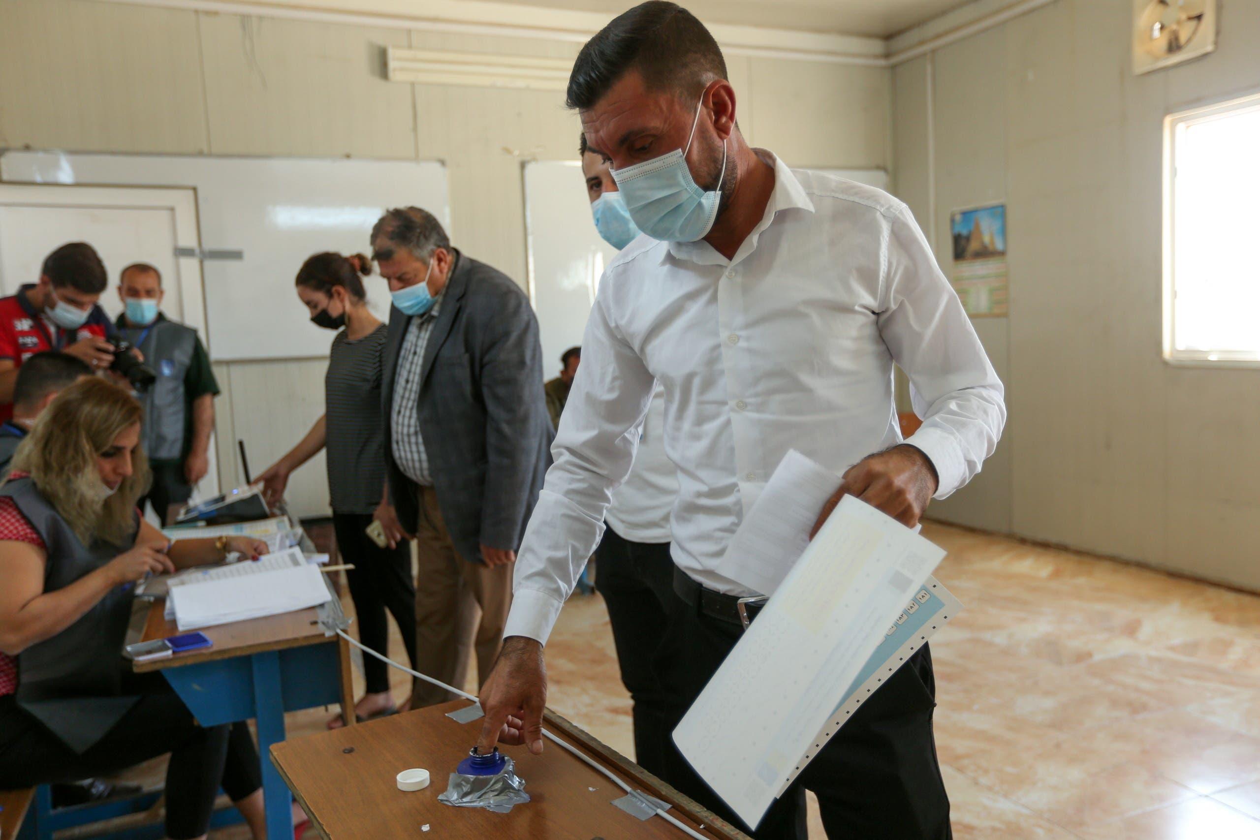 نازحون في دهوك أدلوا اليوم في أصواتهم في الانتاخبات التشريعية