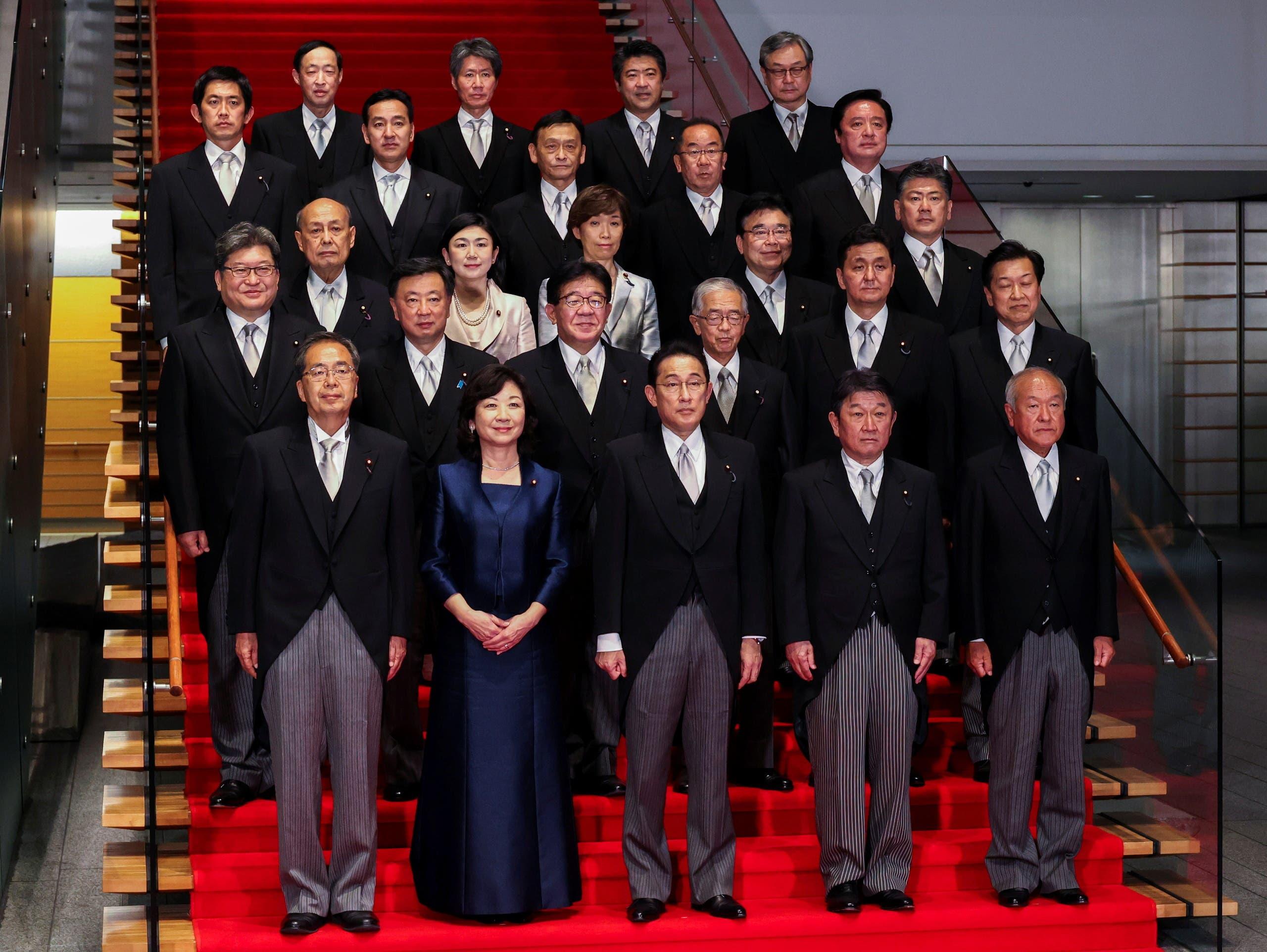 كيشيدا مع الحكومة اليابانية الجديدة