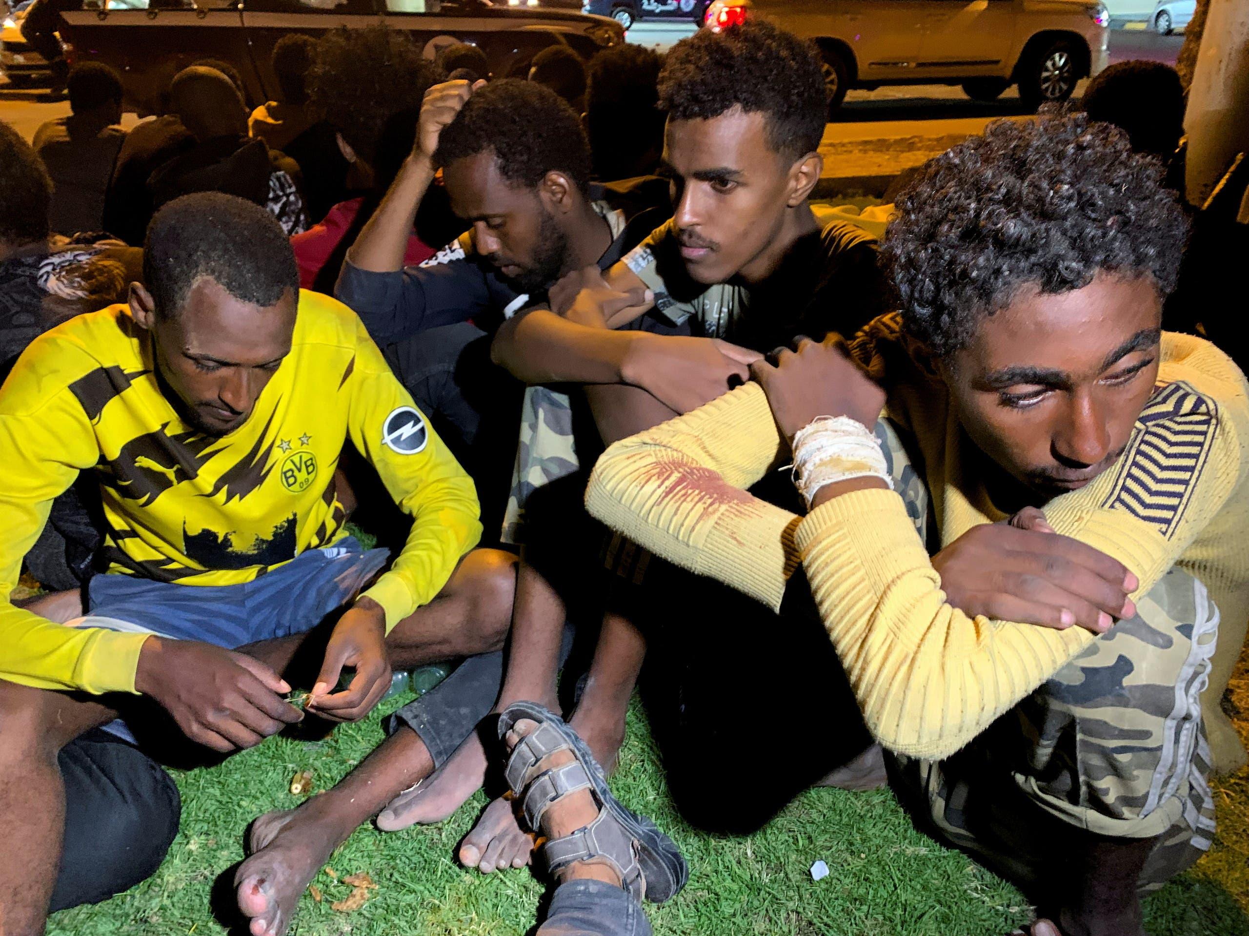 مهاجرون احتجزتهم السلطات في طرابلس خلال حملتها الأسبوع الماضي