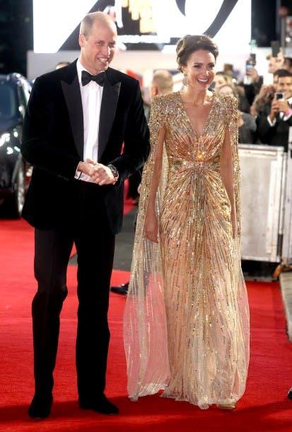 كايت ميدلتون برفقة زوجها الأمير ويليام في العرض الأول لفيلم جايمس بوند الأخير