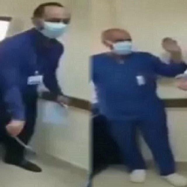 """الحبس عامين وغرامة 100 ألف جنيه لطبيب """"السجود للكلب"""" في مصر"""