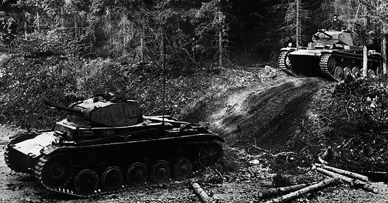 صورة لدبابات ألمانية خلال عملية غزو فرنسا
