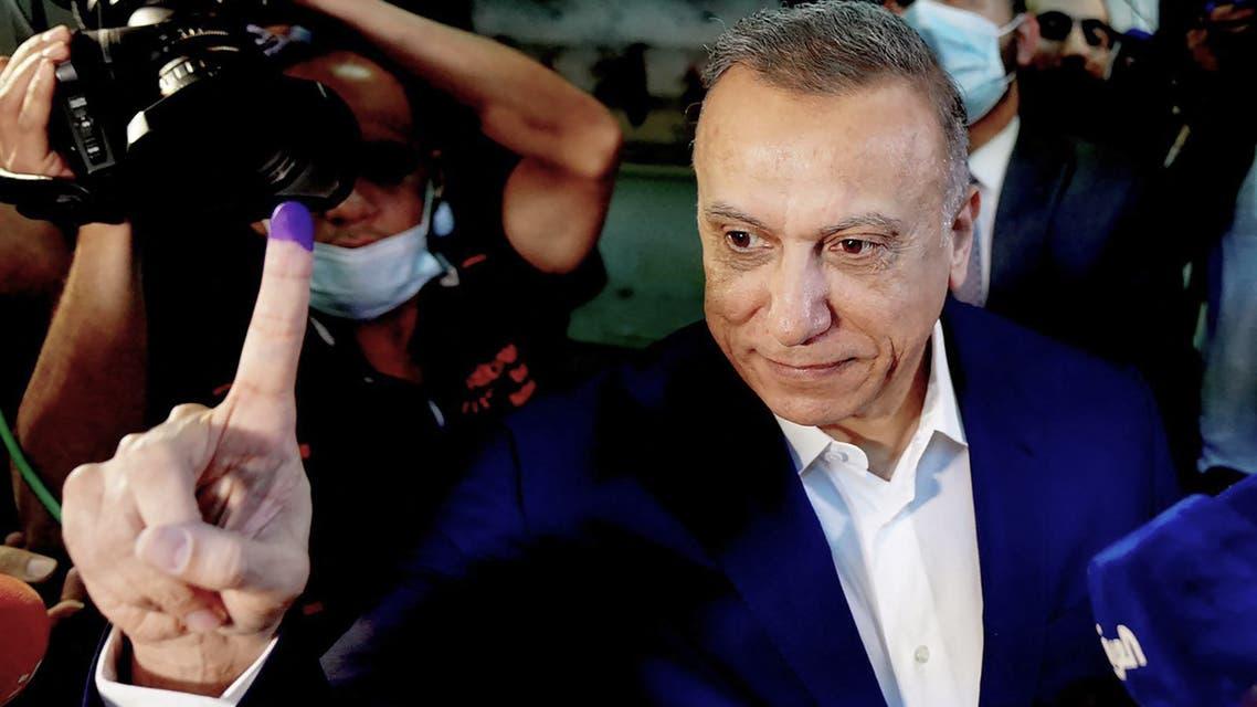 رئيس الوزراء العراقي مصطفى الكاظمي بعد إدلائه بصوته في الانتخابات النيابية (فرانس برس)