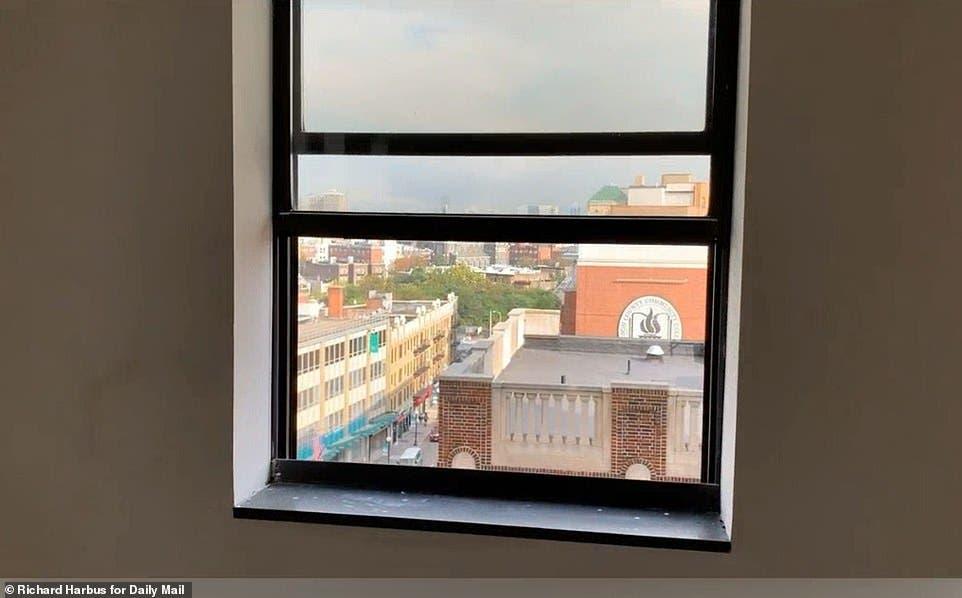 النافذة التي أراد التخلص من حياته عبرها