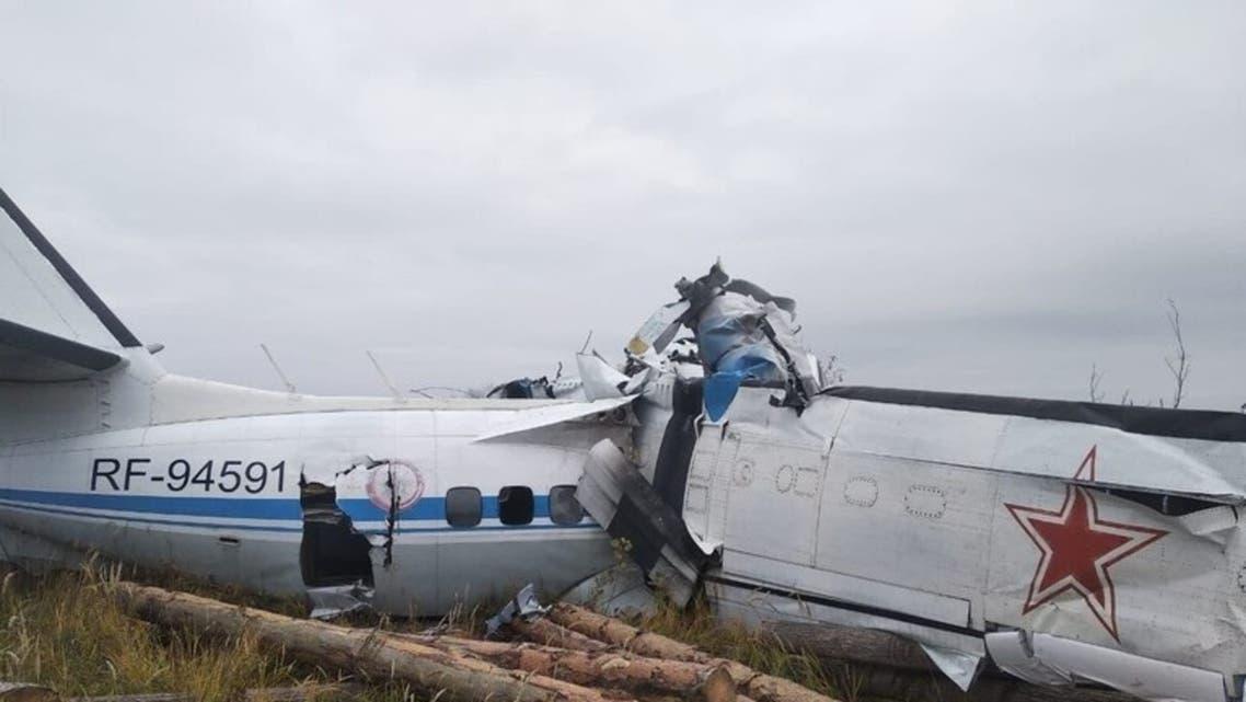 صورة من مكان سقوط طائرة تقل مظليين في روسيا