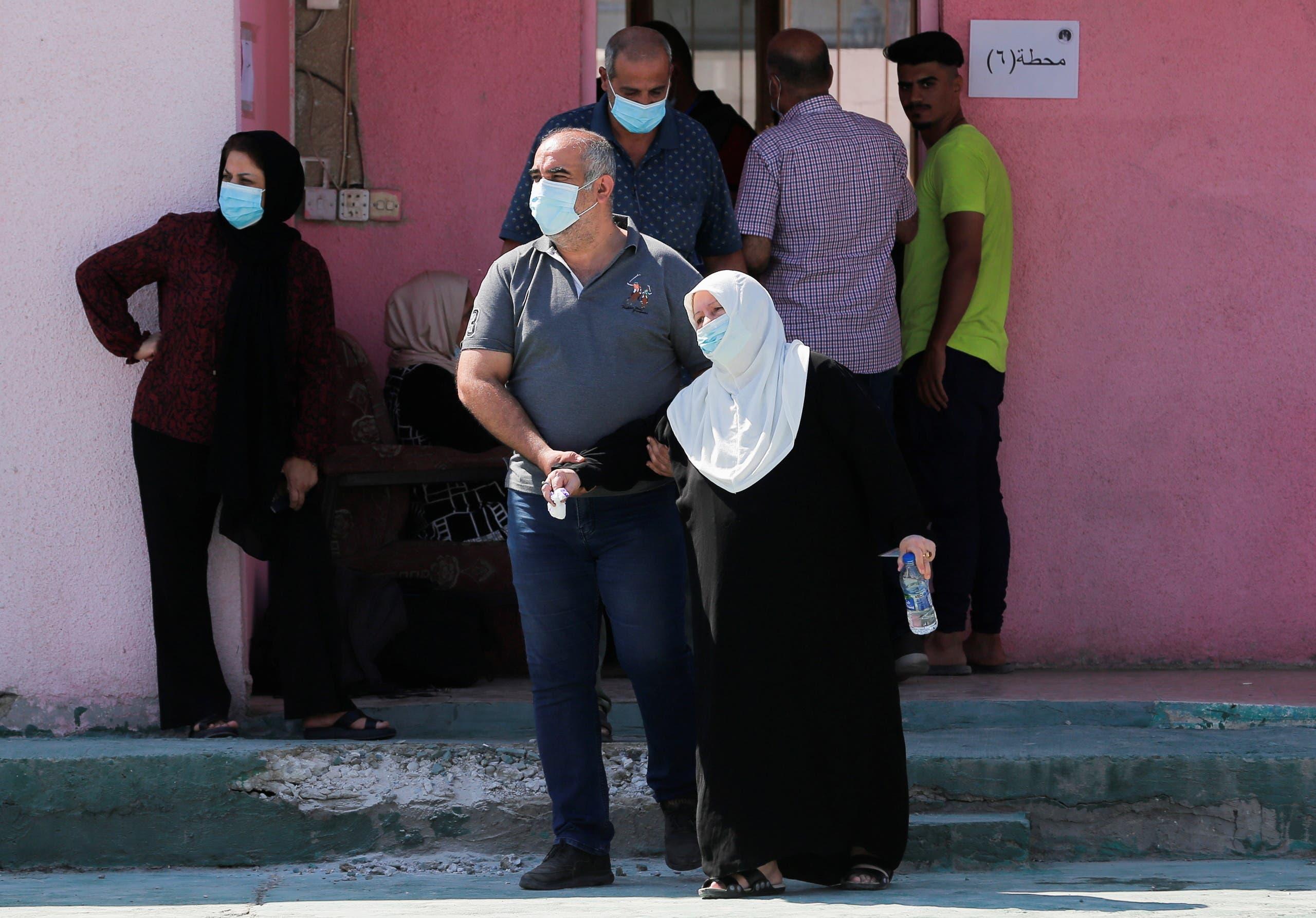 من مركز للاقتراع في العراق (الأحد 10 أكتوبر 2021- رويترز)