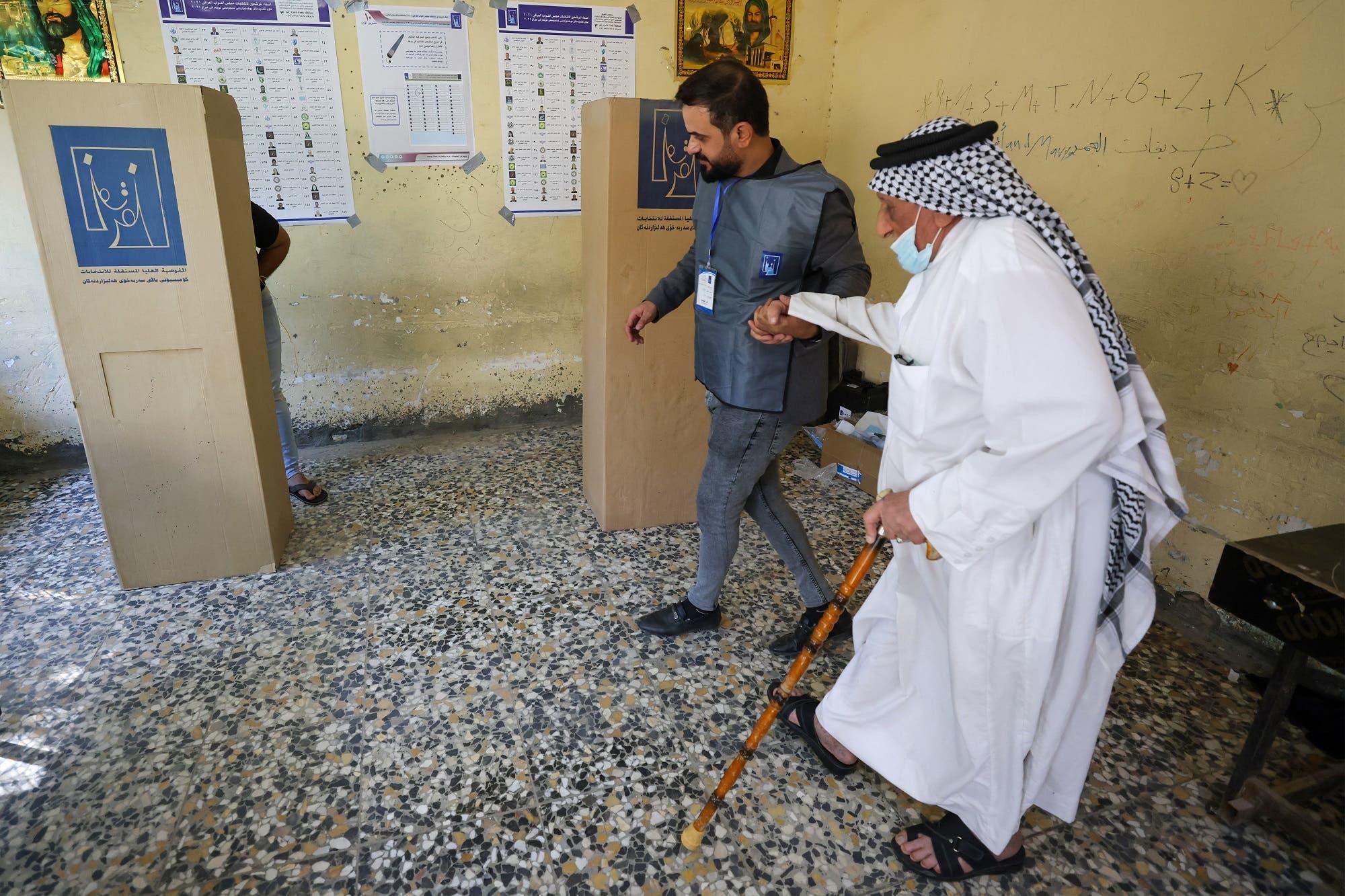 من مركز اقتراع في بغداد (أرشيفية من فرانس برس)