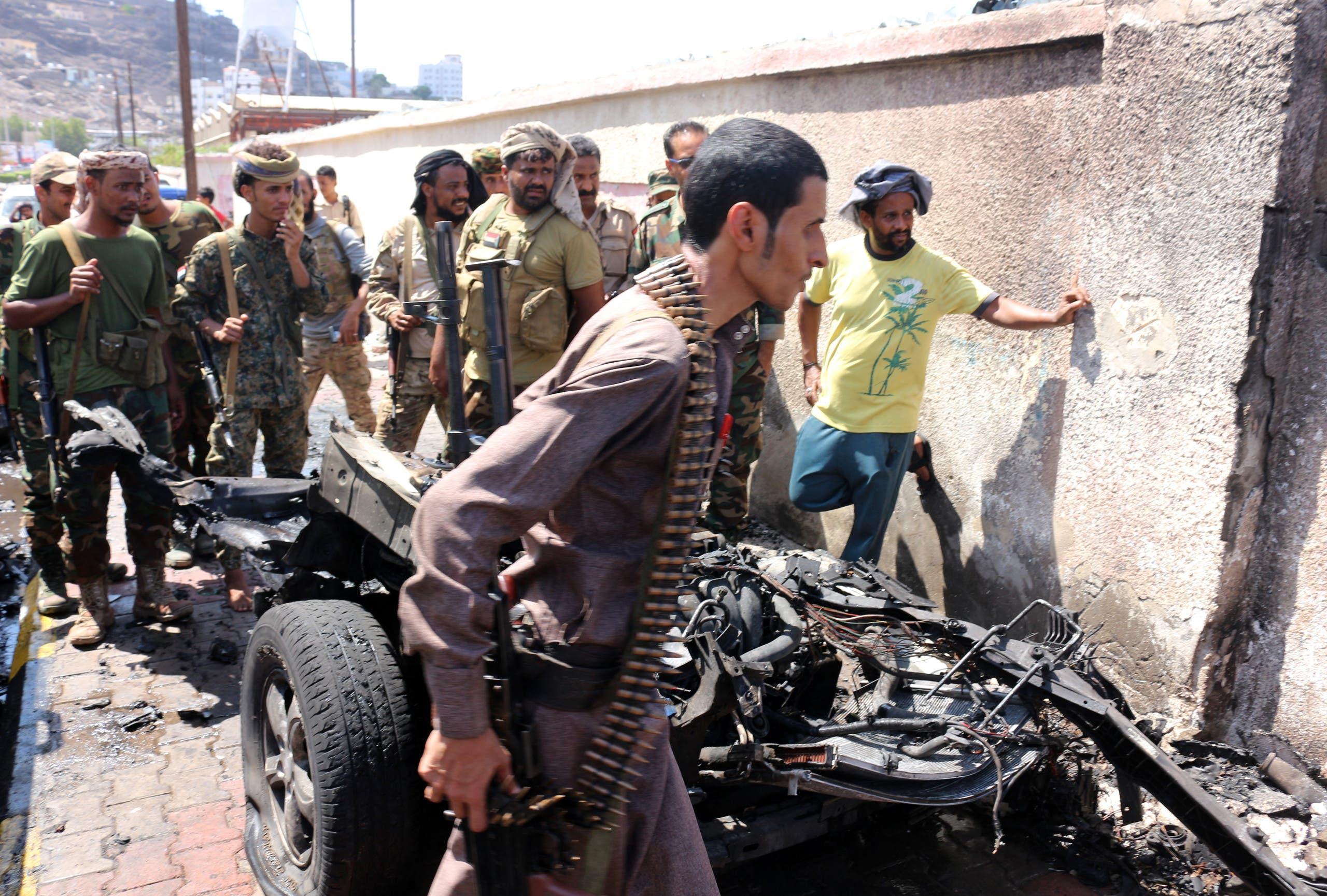 من موقع استهداف محافظ عدن ووزير الزراعة اليمني في عدن (فرانس برس)