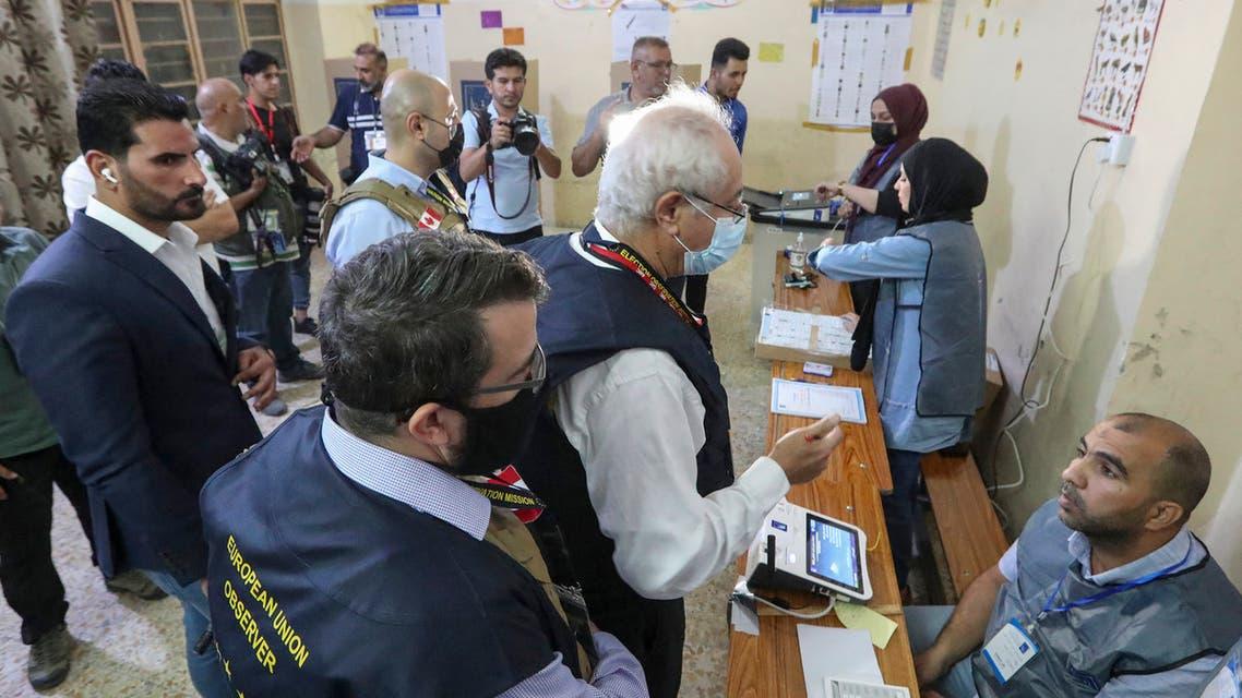 من أحد مراكز الاقتراع في بغداد (أرشيفية- فرانس برس)