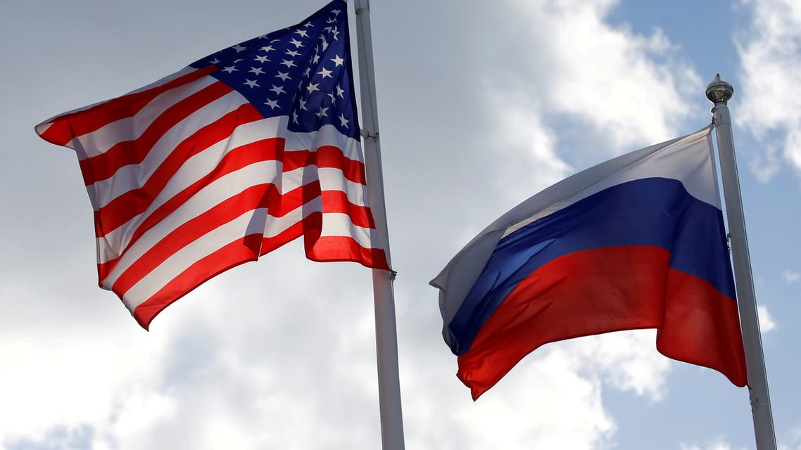 Russian and U.S. state flags fly near a factory in Vsevolozhsk, Leningrad Region, Russia March 27, 2019. (File photo: Reuters)