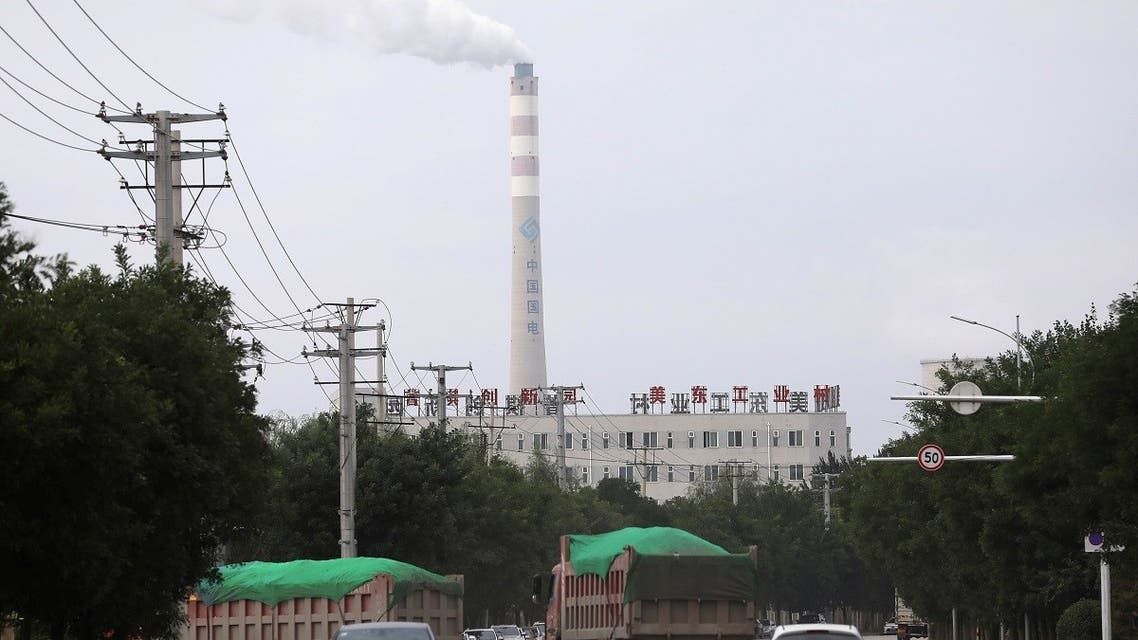 A chimney of a China Energy coal-fired power plant is pictured in Shenyang, Liaoning province, China. (File photo: Reuters)