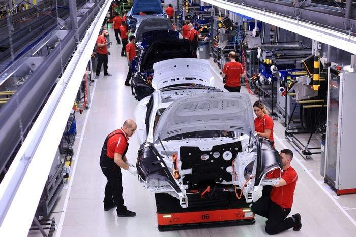 خط إنتاج سيارات