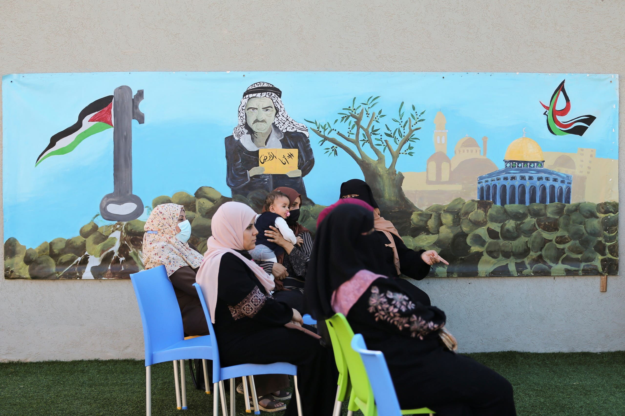 Palestinian women participate in a breast cancer awareness campaign aimed to raise public awareness in Gaza over the need for early tests to discover breast cancer, in Khan Yunis, in the southern Gaza Strip, October 7, 2021. Picture taken October 7, 2021. REUTERS/Ibraheem Abu Mustafa