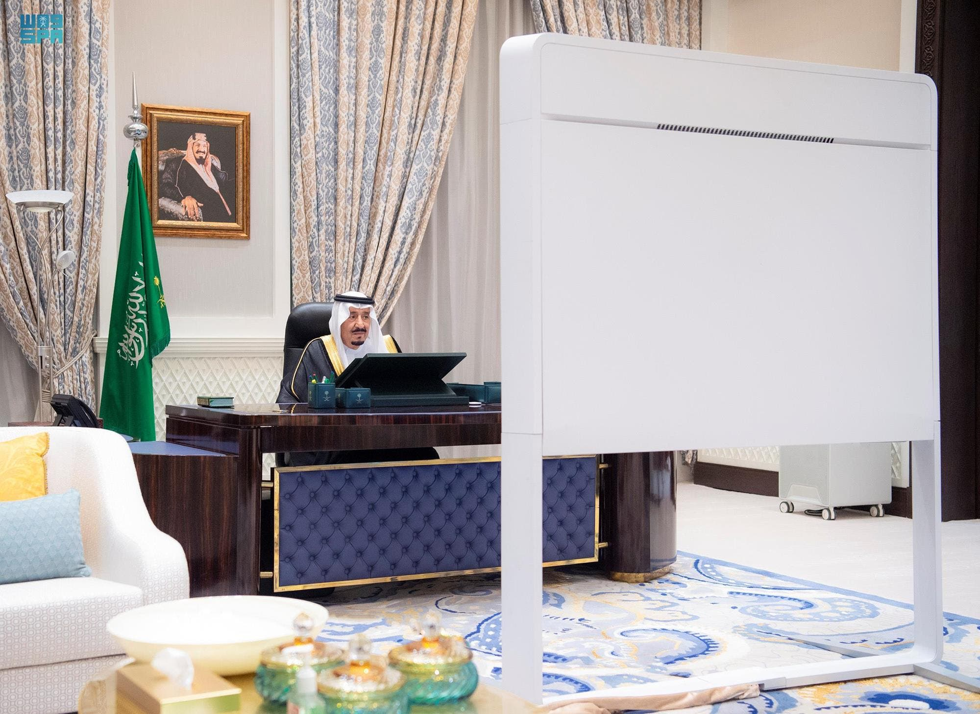 الملك سلمان يترأس جلسة مجلس الوزراء السعودي عن بُعد