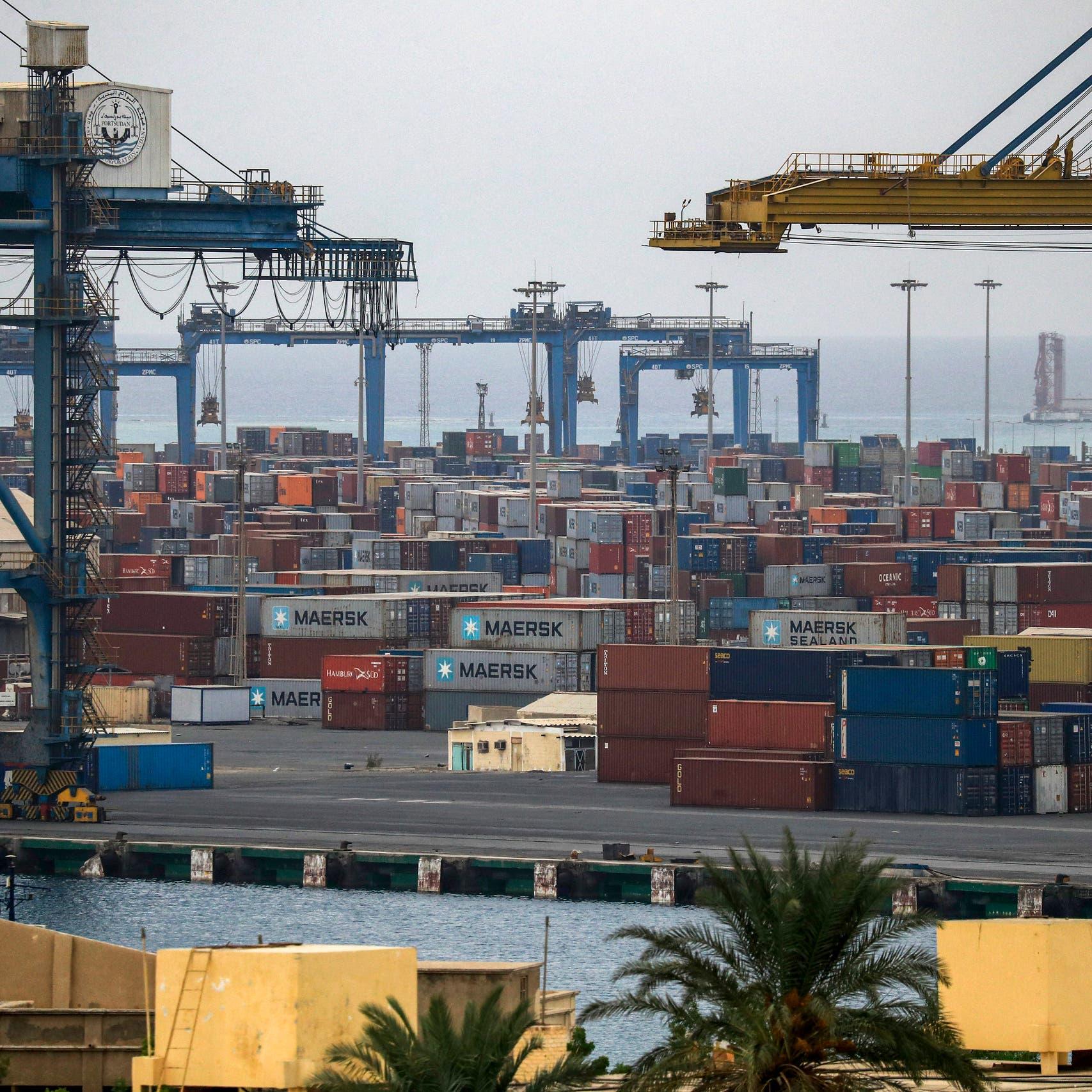 استمرار إغلاق ميناء بورتسودان يجبر التجار على اللجوء لمصر