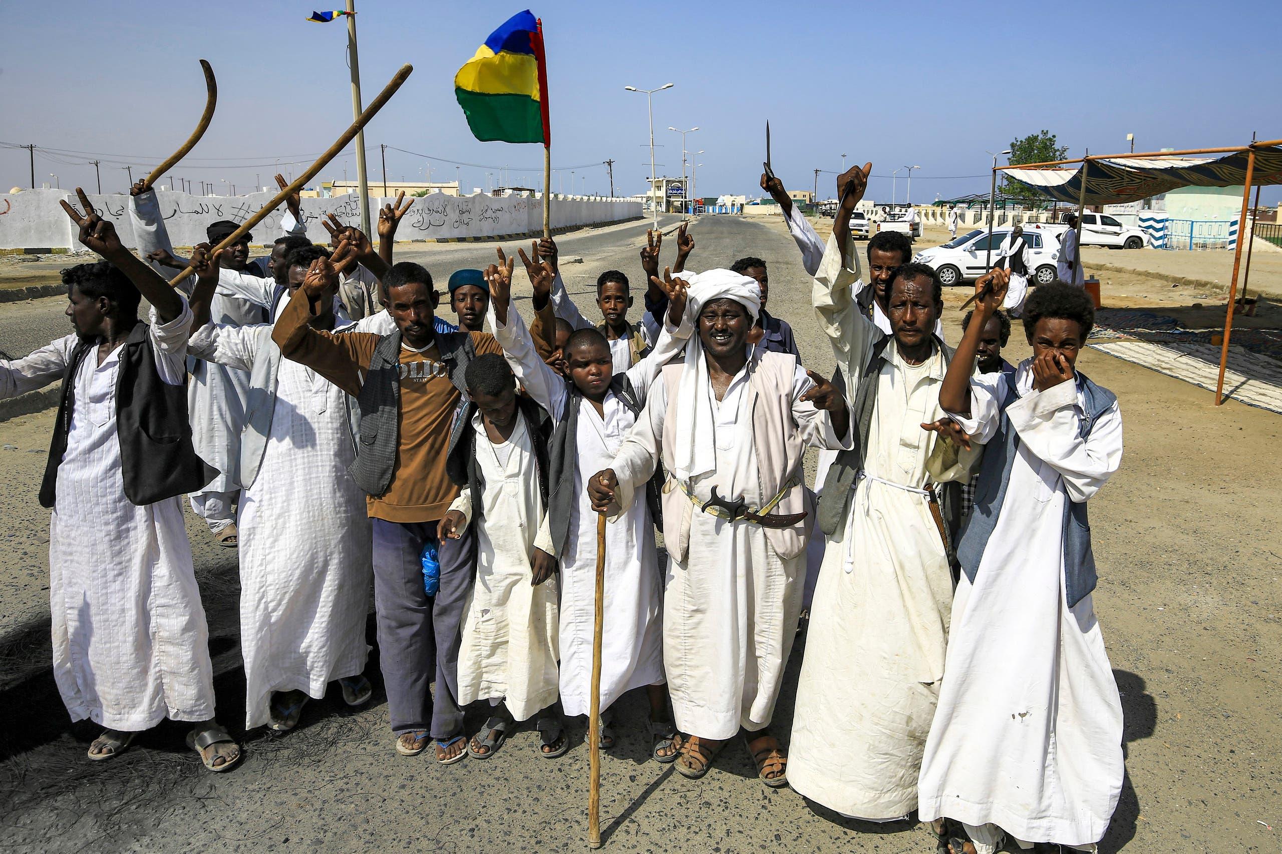محتجون من قبائل البجا