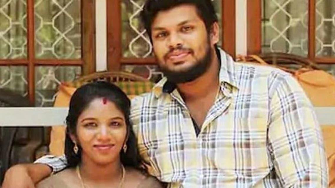 سوراج كومار مع زوجته أوثرا