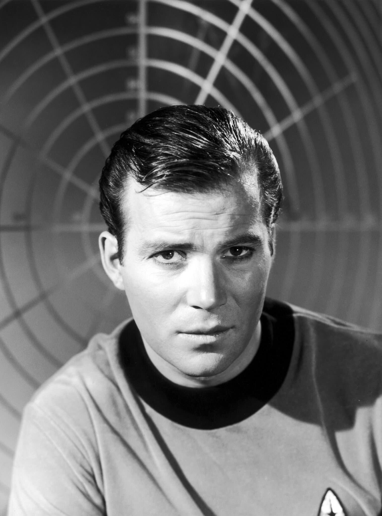الممثل وليام شاتنر في شخصية الكابتن كيرك